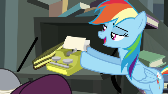 Rainbow_Dash_pushing_typewriter_S4E04